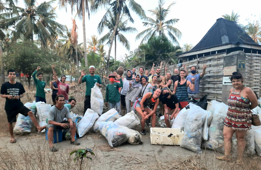 Gili T collects 10,000 plastic bags at World Cleanup Day
